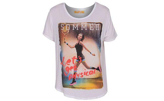 "T-shirt branca Sommer por R$89 na <a href=""http://www.fashiondelivery.com.br/blusa-sommer-mc-est-branco-216556/p"" target=""blank_"">Fashion Delivery</a>"
