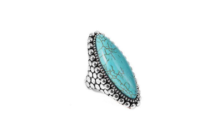 """Anel de pedra sintética em cor turquesa por R$29 na <a href=""""http://www.lacosdefilo.com/pd-1ef6e1-maxi-anel-oval-bolinhas-turquesa-prateado.html?ct=30dbb&p=1&s=1"""" target=""""_blank"""">Laços de Filó</a>"""
