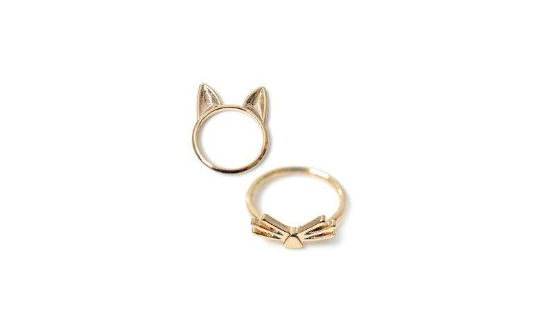 "Conjunto de minianéis de gato por R$39,90 na <a href=""http://www.accessorize.com.br/anel-alianca-kayleigh-2749/p?cc=603"" target=""_blank"">Accessorize</a>"