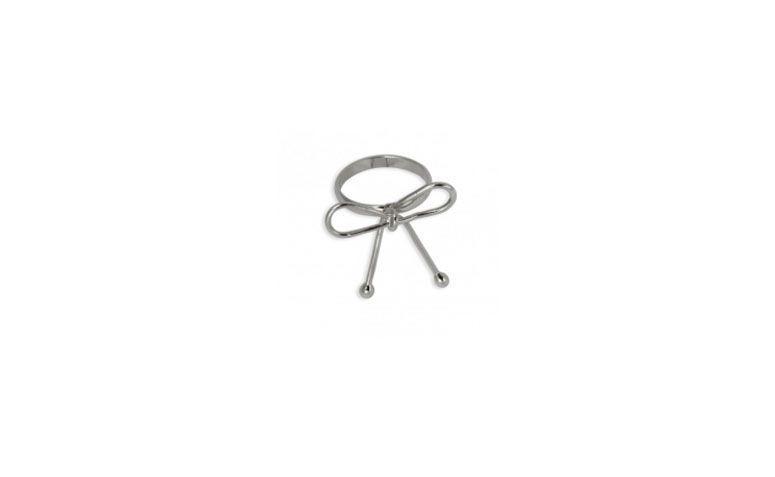 """Anel pequeno com lacinho banhado a prata por R$19 na <a href=""""http://www.turpin.com.br/loja/bijouteria-bijoux/bijoux-anel/anel-falange-laco"""" target=""""_blank"""">Turpin</a>"""