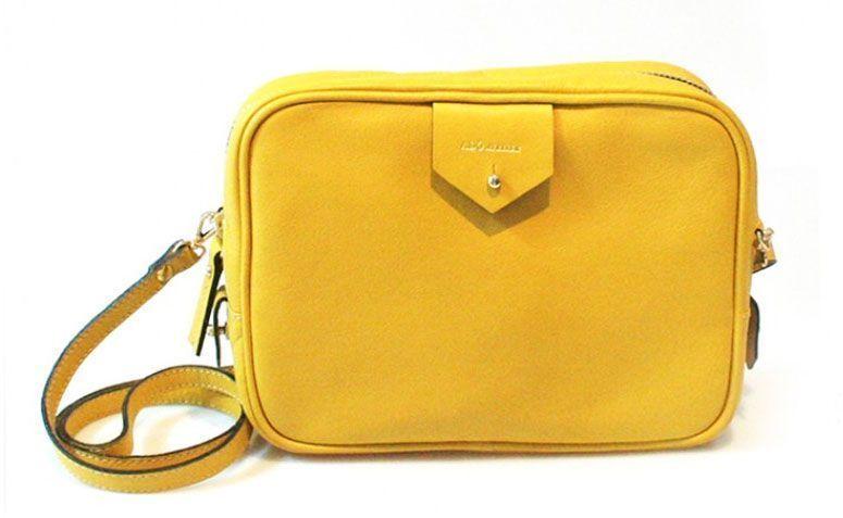"""Bolsa clã amarela Adô Atelier por R$398,00 na <a href=""""http://www.adoatelier.com.br/bolsas-couro-diversas/bolsa-cla-amarela"""" target=""""_blank"""">Adô Atelier</a>"""
