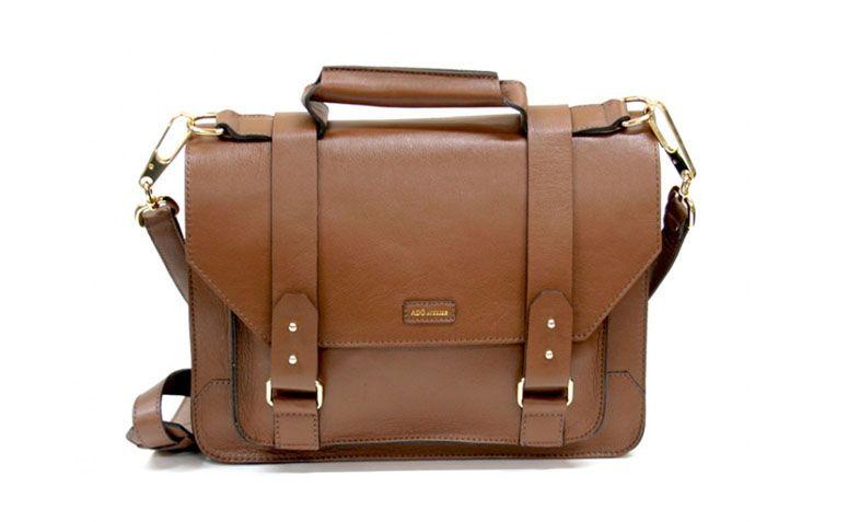 """Bolsa satchel media chocolate Adô Atelier por R$398,40 na <a href=""""http://www.adoatelier.com.br/bolsas-couro-diversas/satchel-media-chocolate"""" target=""""_blank"""">Adô Atelier</a>"""