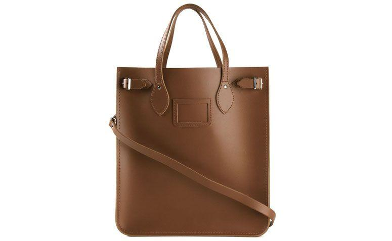 "Bolsa modelo north south por R$1.690,00 na <a href=""http://ad.zanox.com/ppc/?29469493C40749417&ULP=[[http://www.farfetch.com/br/shopping/women/the-cambridge-satchel-company-bolsa-modelo-north-south-de-couro-item-10967298.aspx?storeid=9006&ffref=lp_15_1_?utm_source=zanox&utm_medium=link&utm_campaign=deeplink_generator]]"" target=""_blank"">Farfetch</a>"