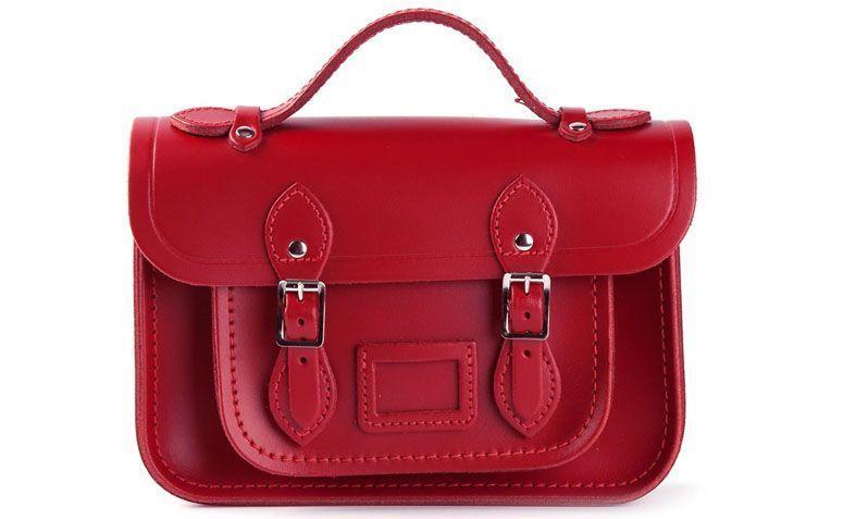 "Bolsa modelo Mini por R$1.030 na <a href=""http://ad.zanox.com/ppc/?29469493C40749417&ULP=[[http://www.farfetch.com/br/shopping/women/the-cambridge-satchel-company-bolsa-modelo-mini-item-10776532.aspx?storeid=9214&ffref=lp_8_2_?utm_source=zanox&utm_medium=link&utm_campaign=deeplink_generator]]"" target=""_blank"">Farfetch</a>"