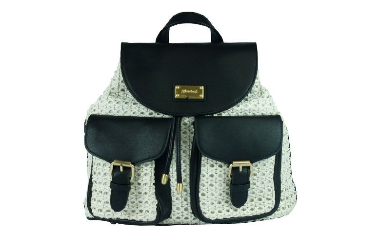 "Bolsa mochila preta e branca Davinci por R$137,60 na <a href=""http://www.ellastore.com.br/bolsas-femininas/davinci/bolsa-mochila-davinci-dv-0785-preto-e-branco"" target=""_blank"">Ella Store</a>"