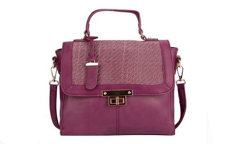 """Bolsa de mão roxa Davinci por R$159,99 na <a href=""""http://www.lepostiche.com.br/bolsa-mao-roxo-dv0718-da-vinci-1919.aspx/p"""" target=""""_blank"""">Le Postiche</a>"""