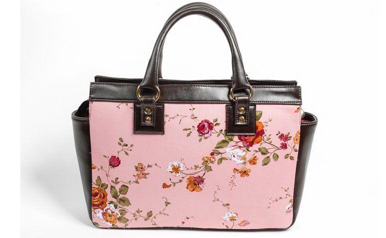 Bag with floral print La Loba for R $ 289.00 in La Loba