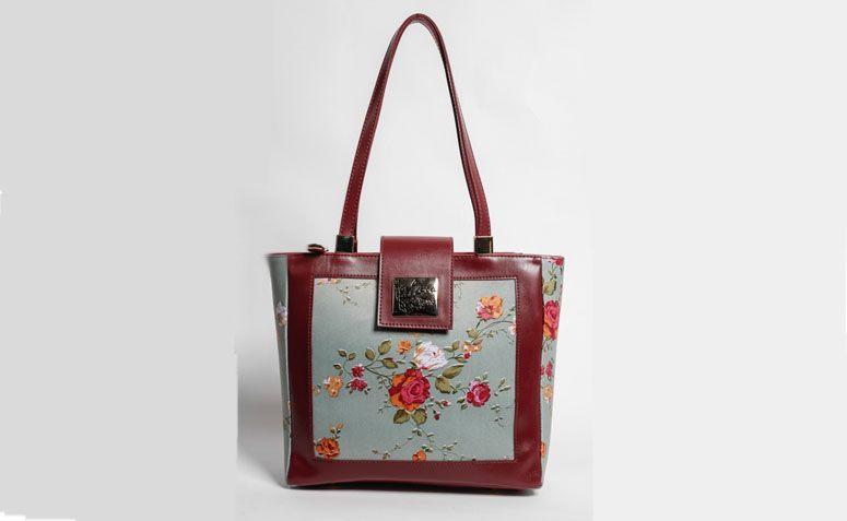 """Bolsa estampada magente La Loba por R$239,00 na <a href=""""http://www.laloba.com.br/produtos/bolsa-feminina-estampada-magenta-la-loba/"""" target=""""_blank"""">La Loba</a>"""