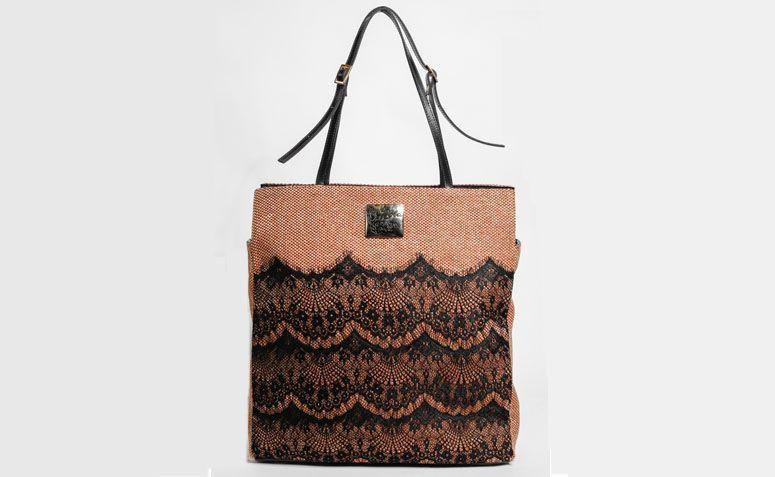 Black purse with La Loba income by R $ 339.00 in La Loba