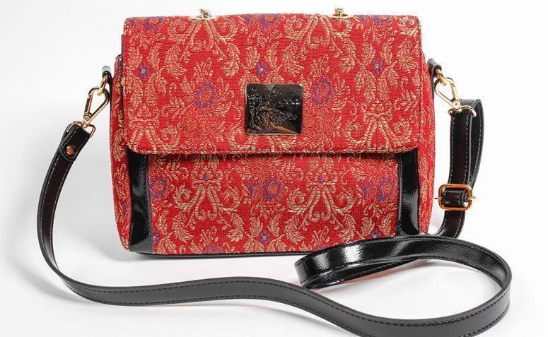 Red bag shoulder strap La Loba for R $ 229.00 in La Loba