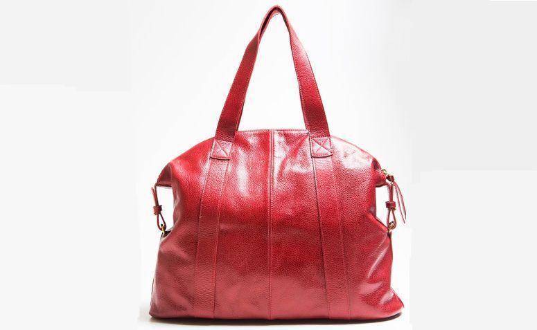 """Bolsa Carol vermelha por R$580,00 na <a href=""""http://lepreri.com.br/loja/carol/carol-vermelha/"""" target=""""_blank"""">Lepreri</a>"""
