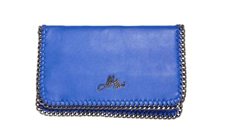 "Bolsa glamour azul Lilly's Closet por R$134,99 na <a href=""http://ad.zanox.com/ppc/?28065109C79450365&ULP=[[http://www.dafiti.com.br/Bolsa-Lilly%C2%B4s-Closet-Glamour-Azul-1426406.html?utm_source=zanox&utm_medium=deeplink_generator&utm_campaign=deeplink_generator]]"" target=""_blank"">Dafiti</a>"