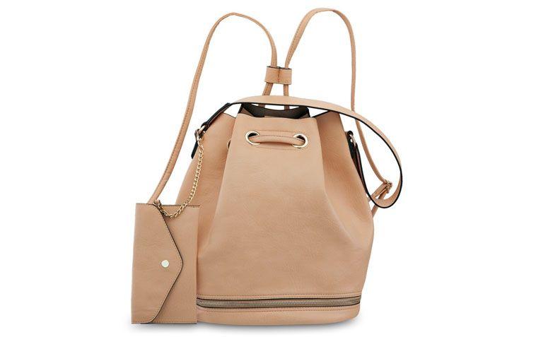 "Bolsa bege com alça de costas e ombro Pallas por R$149,90 na <a href=""http://www.ellastore.com.br/bolsas-femininas/pallas/bolsa-pallas-pl2117-bege"" target=""_blank"">Ella Store</a>"