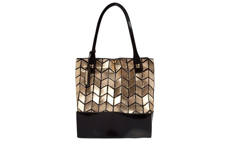 Bag with golden texture Petite Jolie for R $ 169.99 in Dafiti
