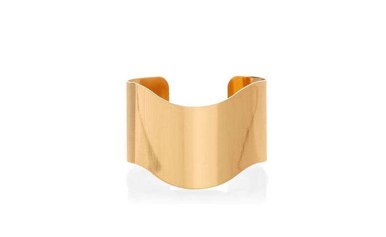 """Bracelete dourado liso por R$59 na <a href=""""http://www.accessorize.com.br/bracelete-wonder-dourado-3708/p?cc=84"""" target=""""_blank"""">Accessorize</a>"""