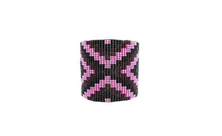 "Bracelete de miçangas por R$33 na <a href=""http://www.lacosdefilo.com/pd-4a255-bracelete-navarro-losango.html?ct=18999&p=1&s=1"" target=""_blank"">Laços de Filó</a>"