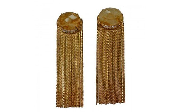 """Brinco de franjas com quartzo por R$295,00 na <a href=""""http://www.goldglam.com.br/brinco-semi-joia-franja-quartzo-1447.html"""" target=""""_blank"""">Gold Glam</a>"""