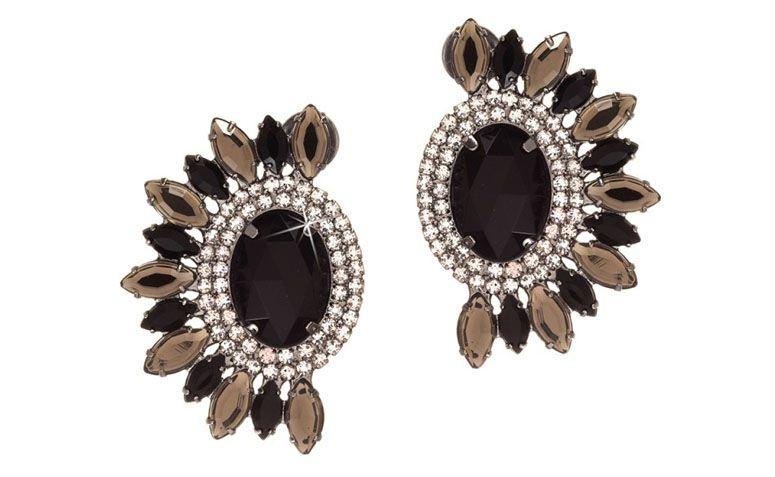 """Brinco médio com cristais por R$59,00 na <a href=""""http://www.franciscajoias.com.br/brinco-com-cristais-preto-fume-e-branco-em-rhodium-escuro.html"""" target=""""_blank"""">Francisca Joias</a>"""