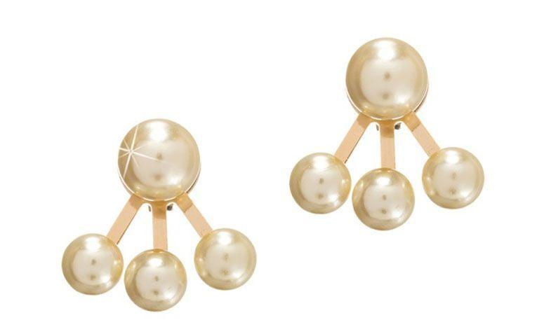"""Brinco folheado a ouro com mini pérolas por R$49,90 na <a href=""""http://www.franciscajoias.com.br/brinco-com-4-mini-perolas-folheado-em-ouro-18k.html"""" target=""""_blank"""">Francisca Joias</a>"""