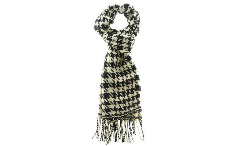 Marisa siyah beyaz eşarp akrilik kumaş R $ 29.99