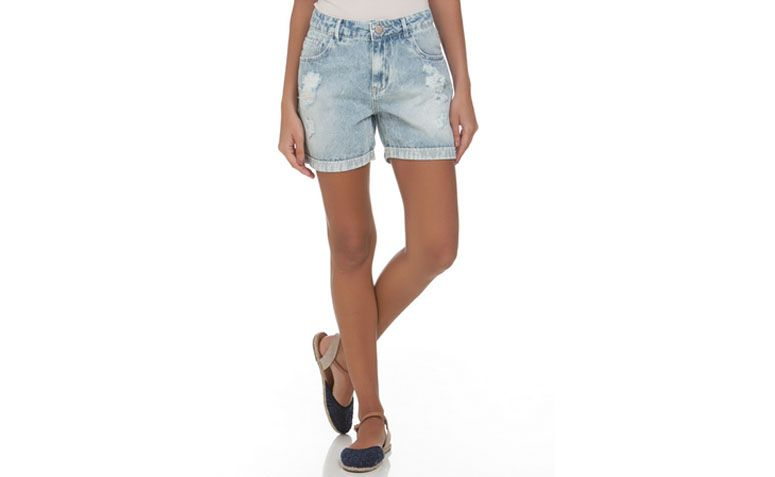 "Short Boyfriend cintura alta por R$69,90 na <a href=""http://www.lojasrenner.com.br/p/short-boyfriend-feminino-em-jeans-marmorizado-com-puidos-537011092-537011201"" target=""_blank"">Renner</a>"
