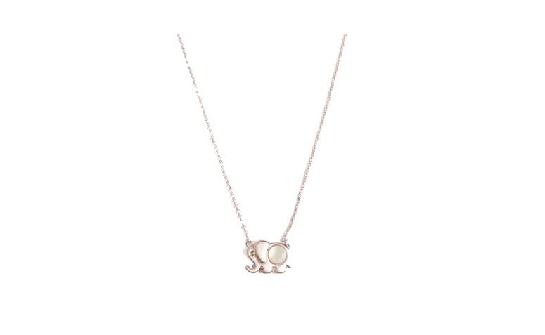 kurze Halskette und Anhänger mit Elefanten Anwendung in Perlmutt für $ 31.41 in Loucas von Zubehör