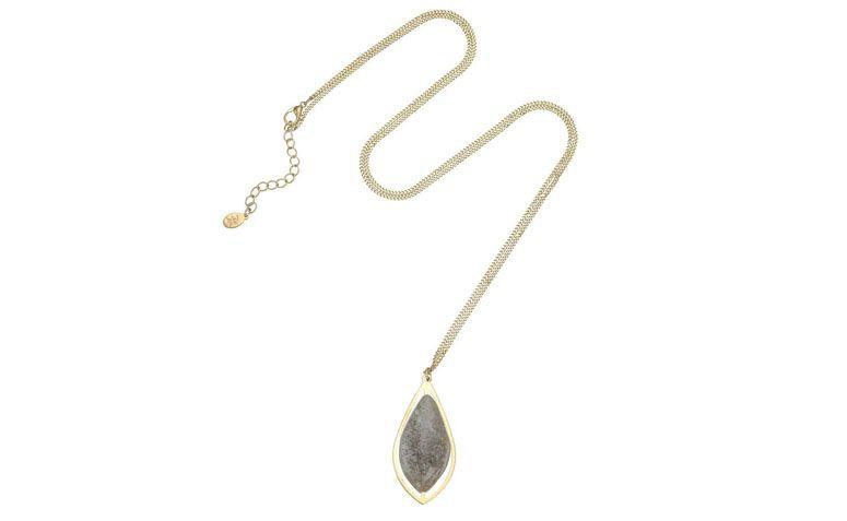 """Colar longo com pingente de pedra resinada por R$109 na <a href=""""http://www.accessorize.com.br/colar-longo-clean-2969/p?cc=49"""" target=""""_blank"""">Accessorize</a>"""
