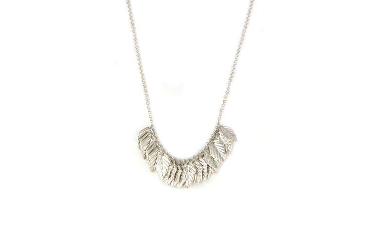 Halskette mit Blättern Anhänger für $ 59 auf Penelope Zubehör