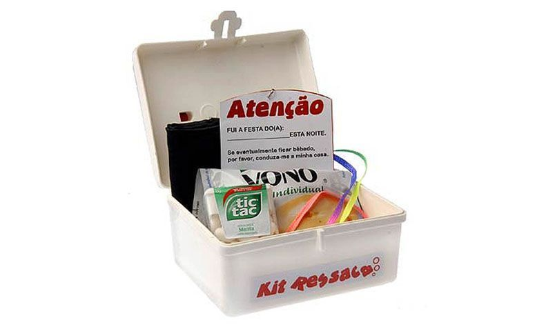 "Kit ressaca por R$19,72 na <a href=""http://www.magazine25.com.br/p/lembrancinha---maletinha-kit-ressaca-para-festas"" target=""blank_"">Magazine 25</a>"