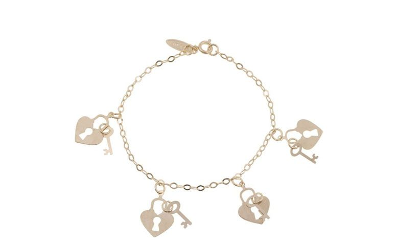 """Pulseira de corrente com pingentes de coração e chave por R$39,90 na <a href=""""http://www.amomuito.com/bijoux/16767-pulseira-segredinhos-folheada-dourada.html"""" target=""""_blank"""">Amo Muito</a>"""