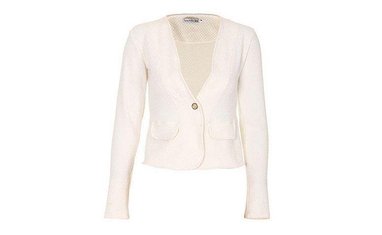 """Blazer branco por R$149,99 na <a href=""""http://www.passarela.com.br/passarela/produto/blazer-em-piquet-feminino-brenda-lee-natural-6400927763-0"""" target=""""_blank"""">Passarela</a>"""