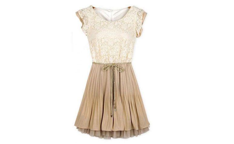 "Vestido de renda e seda Topshop por R$99 na <a href=""http://www.azzaboutique.com.br/vestido-de-renda-e-seda-topshop"" target=""_blank"">Azza Boutique</a>"