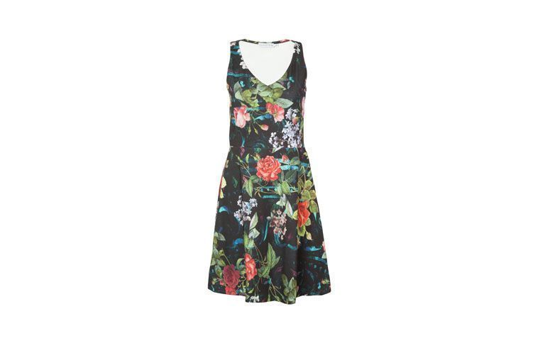 "Vestido evasê com estampa floral por R$179 na <a href=""http://www.oqvestir.com.br/vestido-evase-market-33-flowers---preto-57632.aspx/p?"" target=""_blank"">OQ Vestir</a>"