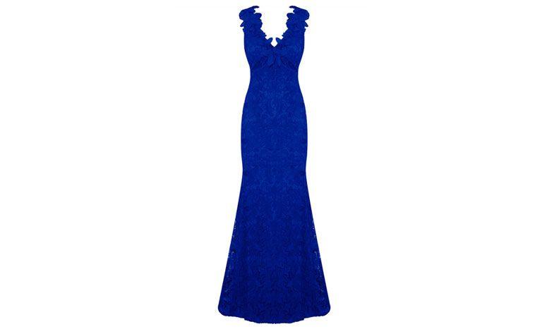 """Vestido longo em renda azul royal por R$798 na <a href=""""http://www.capitollium.com.br/produto/LEMON-COLA--VESTIDO-LG-BORDADO-DET-FLORES-DECOTE--AZUL-ROYAL-148886?atributo=158:AZUL%20ROYAL"""" target=""""_blank"""">Capitollium</a>"""