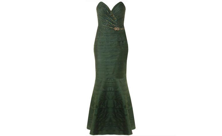 """Vestido sereia com drapeado e bordado por R$1.374 na <a href=""""http://www.capitollium.com.br/produto/VESTIDO-LONGO-DRAPEADO-EM-CAMADAS-TAYLOR-144221"""" target=""""_blank"""">Capitollium</a>"""