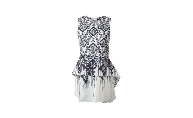 "Vestido peplum mullet por R$2.209,50 na <a href=""http://ad.zanox.com/ppc/?29469493C40749417&ULP=[[http://www.farfetch.com/br/shopping/women/mcq-by-alexander-mcqueen-printed-peplum-dress-item-10790016.aspx?utm_source=zanox&utm_medium=link&utm_campaign=deeplink_generator]]"" target=""_blank"">Farfetch</a>"