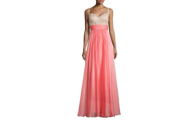 "Vestido princesa com renda por U$395 na <a href=""http://www.neimanmarcus.com/en-br/La-Femme-Sleeveless-Sweetheart-Combo-Gown-Hot-Coral/prod178160184/p.prod"" target=""_blank"">Neiman Marcus</a>"