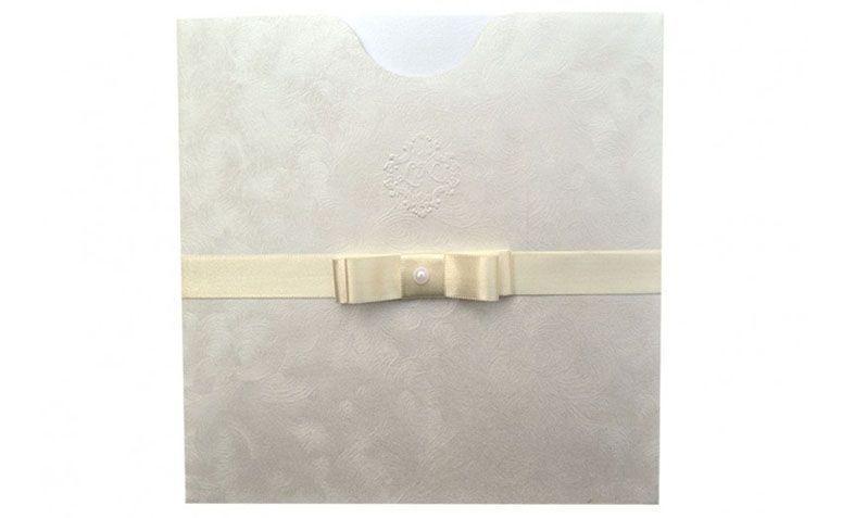 """Convite com laço por R$7,70 por unidade na <a href=""""http://www.papelconvite.com.br/convites-de-casamento-ref-162.html"""" target=""""blank_"""">Papel Convite</a>"""