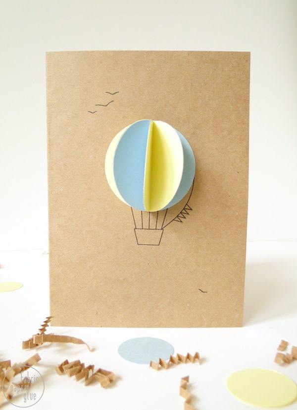 "Foto: Reprodução / <a href=""http://www.fabricpaperglue.com/2013/03/try-this-hot-air-balloon-baby-shower.html"" target=""_blank"">Fabric paper glue</a>"
