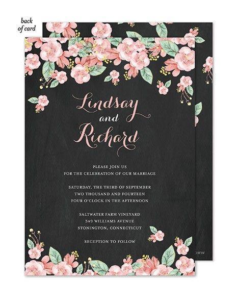 "Foto: Reprodução / <a href=""http://www.tickledpinkinvitations.com/chalkboard-floral-wedding-suite-invitation"" target=""_blank"">Tickled pink intitations</a>"