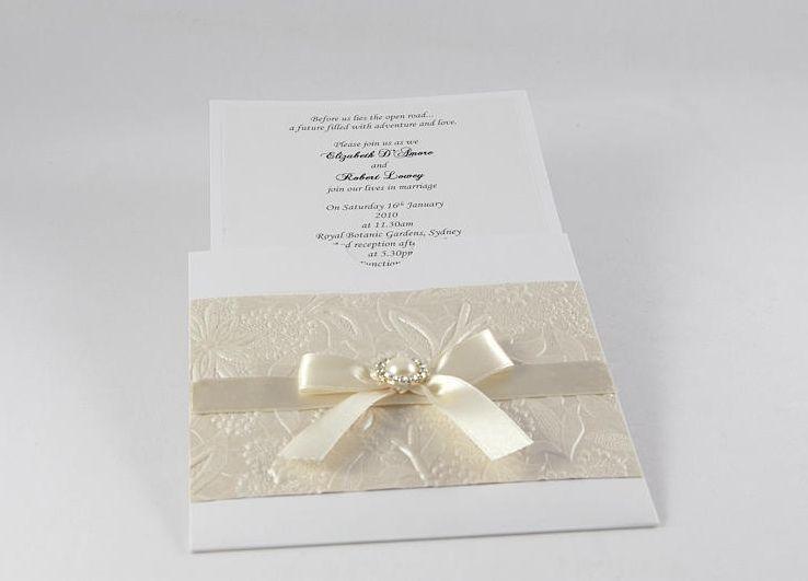 "Foto: Reprodução / <a href=""http://www.bstudioweddinginvitations.com/#!pearla-collection/c1r46"" target=""_blank"">B Studio Wedding Invitations</a>"
