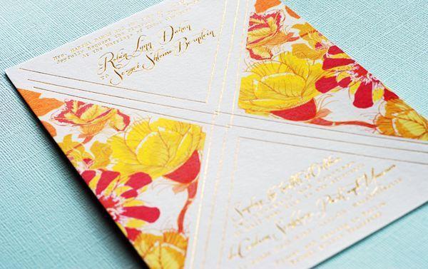 "Foto: Reprodução / <a href=""http://ohsobeautifulpaper.com/2014/08/floral-and-gold-foil-wedding-invitations/"" target=""_blank"">Oh so beautiful paper</a>"