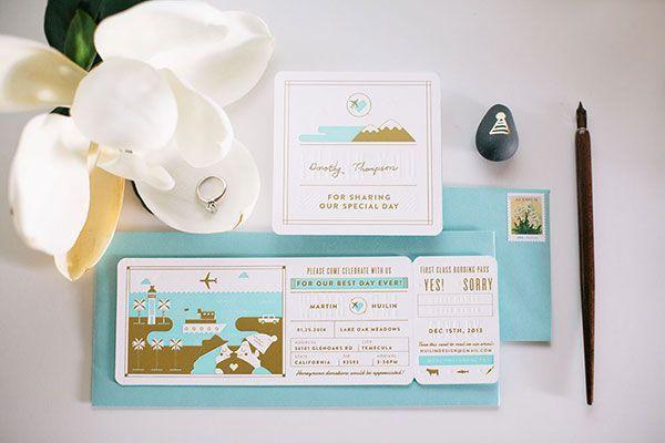 "Foto: Reprodução / <a href=""http://ohsobeautifulpaper.com/2013/11/huilin-martins-gold-foil-boarding-pass-wedding-invitations/"" target=""_blank"">Oh so beautiful paper</a>"
