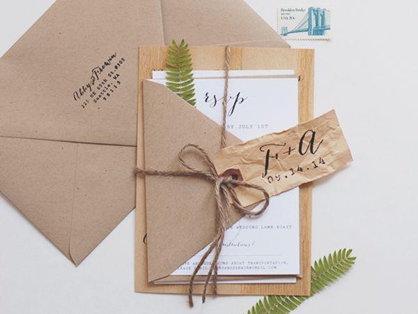"Foto: Reprodução / <a href=""http://ohsobeautifulpaper.com/2014/10/abby-frewins-modern-rustic-wood-veneer-wedding-invitations/"" target=""_blank"">Oh so beautiful paper</a>"