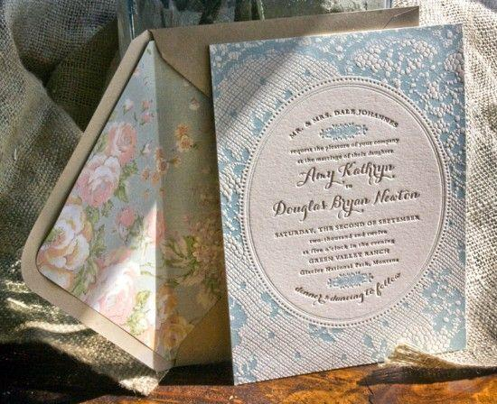 "Foto: Reprodução / <a href=""http://ohsobeautifulpaper.com/2012/06/amy-dougs-western-romance-lace-inspired-wedding-invitations/"" target=""_blank"">Oh so beautiful paper</a>"