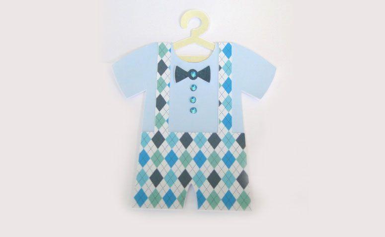 """Convite macacão azul por R$ 1,80 no <a href=""""http://www.elo7.com.br/convite-cha-de-bebe-menino/dp/4F21C5#df=d&uso=o"""" target=""""_blank"""">Elo7</a>"""