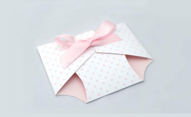 "Convite fralda por R$ 11,59 no <a href=""https://www.etsy.com/pt/listing/125429623/diaper-baby-shower-invitation?ref=shop_home_active_18"" target=""_blank"">Etsy</a>"