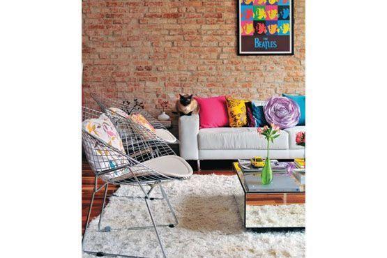 Aposte nas almofadas e itens pequenos em cores variadas.
