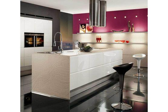 Escolha uma parte da parede da cozinha para ganhar cor e dar vida ao cômodo.
