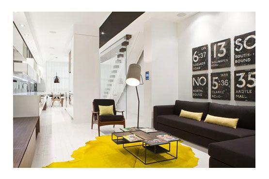 O tapete colorido também é uma ótima opção para iluminar o cômodo.